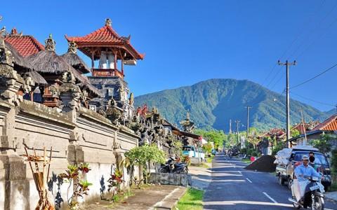 Jalan menuju Gunung Batukaru