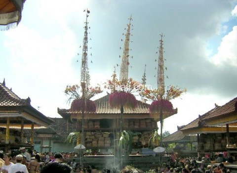 Upacara adat di Bali